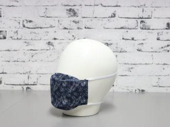 mascarilla lavable en color azul oscuro estampado palmeeras